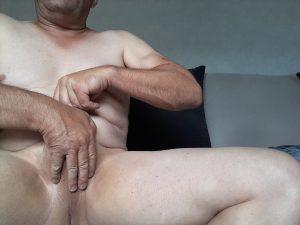 Homme passif rasé